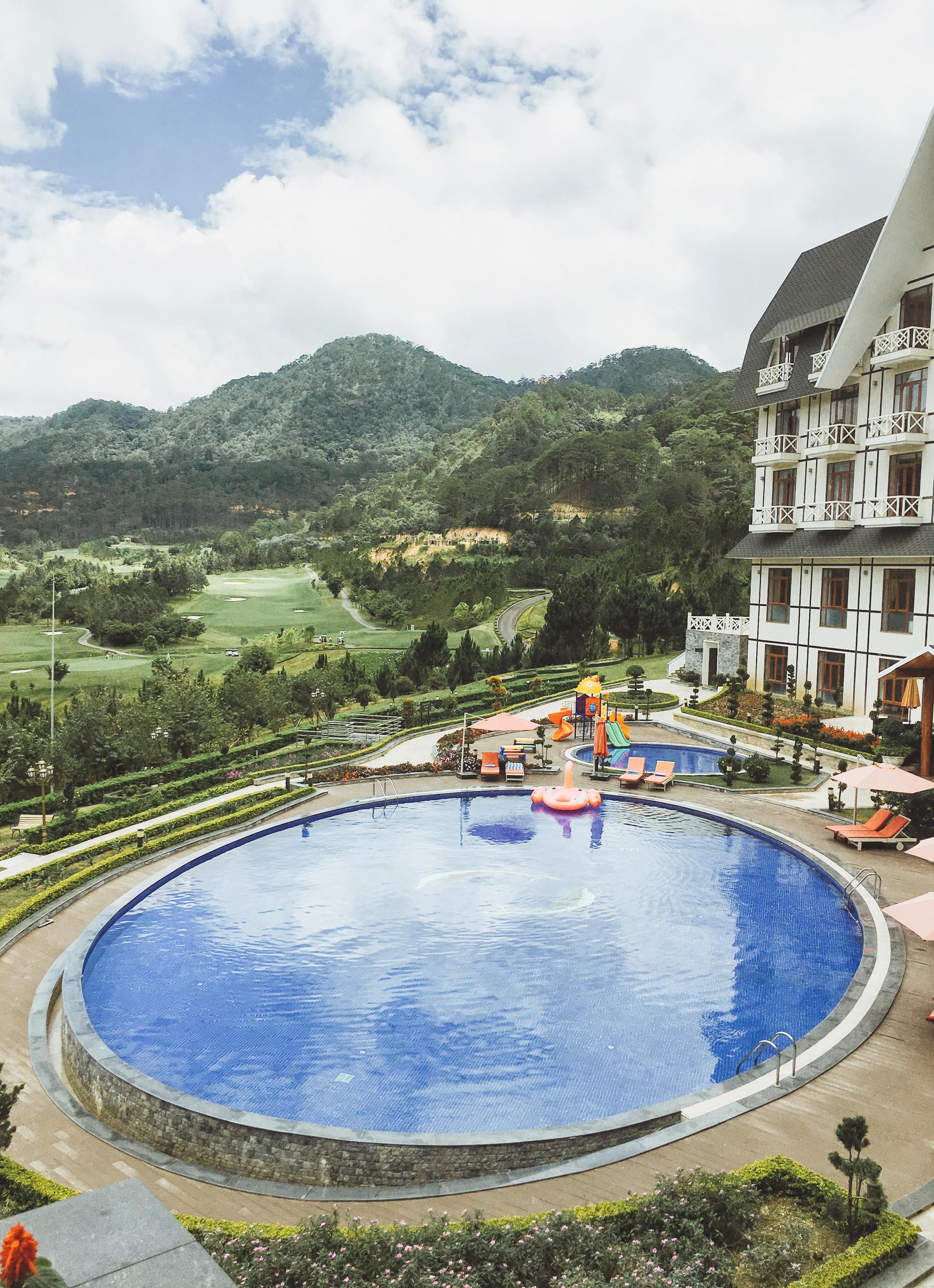 """Check-in khu nghỉ dưỡng có hồ bơi ngắm đồi núi sống ảo """"hot"""" nhất Đà Lạt - Ảnh 7."""