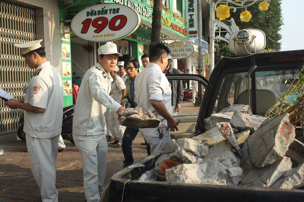 Nhiều công trình lấn chiếm vỉa hè trên tuyến đường Bạch Đằng đã bị phá bỏ.