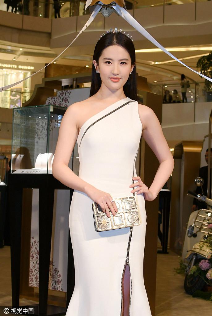 Sao Hoa Ngữ: Lưu Diệc Phi béo lên trông thấy vì mang bầu với Song Seung Hun?