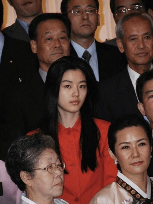 Hình ảnh mặt mộc của Jeon Ji Hyun bên gia đình từng khiến người hâm mộ xôn xao