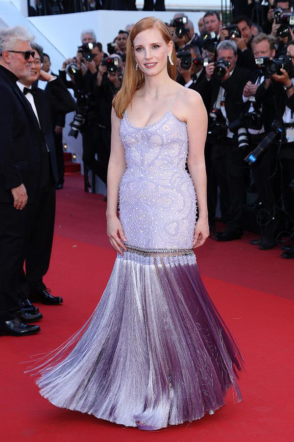 Hoa hậu Aishwarya Rai đẹp như Lọ Lem, chặt chém dàn mỹ nhân trên đấu trường nhan sắc Cannes! - Ảnh 18.