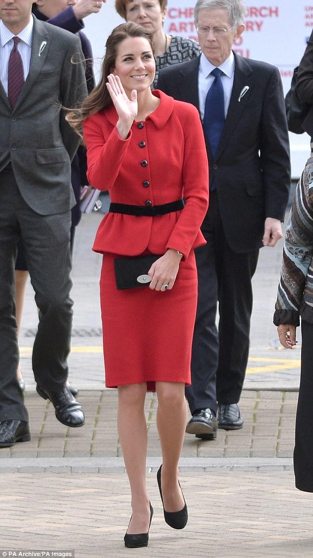 Công nương Kate tiết kiệm tột cùng, mang váy cũ từ... 6 năm trước ra mặc lại - Ảnh 2.