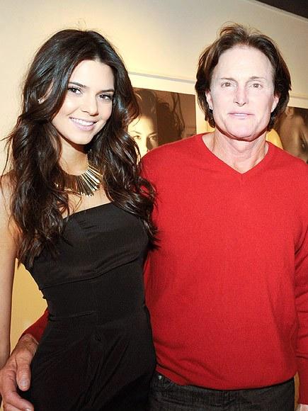 Cô gái Đan Mạch ngoài đời thật: Bố Kendall - Kylie từng lén mặc váy, nội y nữ trong phòng con gái - Ảnh 1.