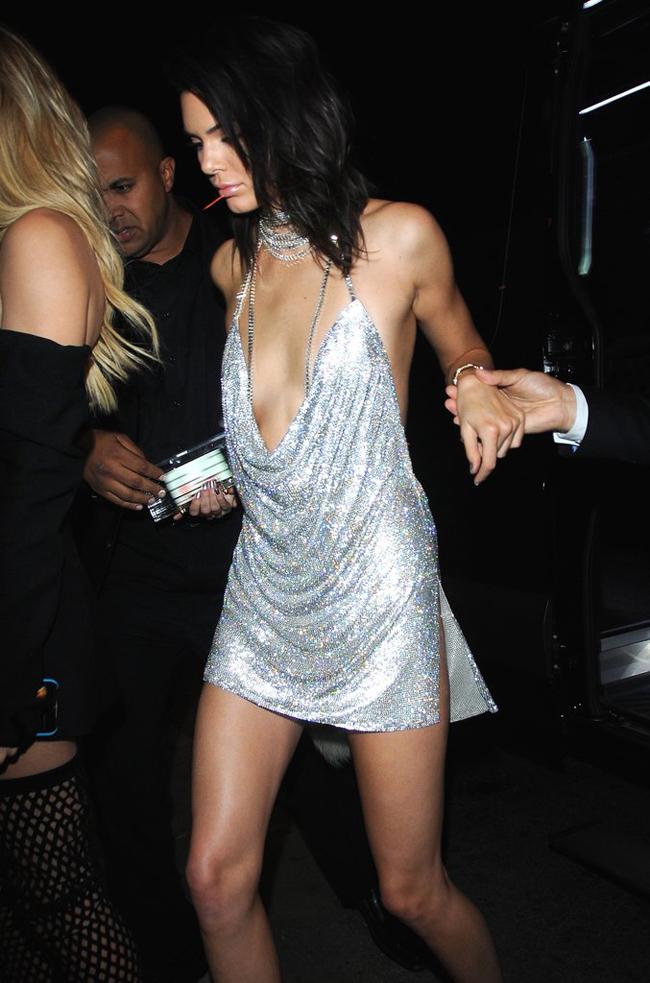 Kendall, Gigi, Bella: Thế hệ siêu mẫu mới hay những nàng chân dài chỉ... hở là giỏi? - Ảnh 18.