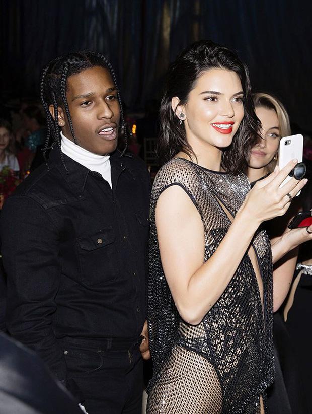 Một tay bắt hai cá, Kendall Jenner vừa yêu rapper lại vừa hẹn hò siêu sao bóng rổ - Ảnh 6.