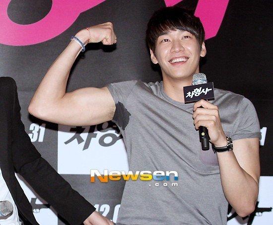 kim-young-gwang-1489847074165.jpg