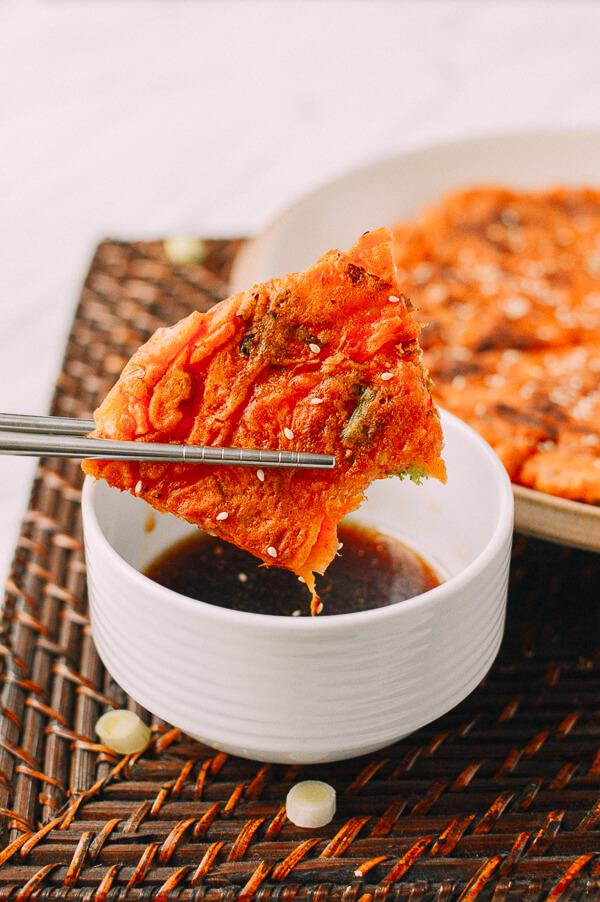 Bạn đã biết bánh xèo Nhật Okonomiyaki, vậy bánh xèo Hàn Quốc Kimchi Buchimgae thì sao nhỉ? - Ảnh 7.