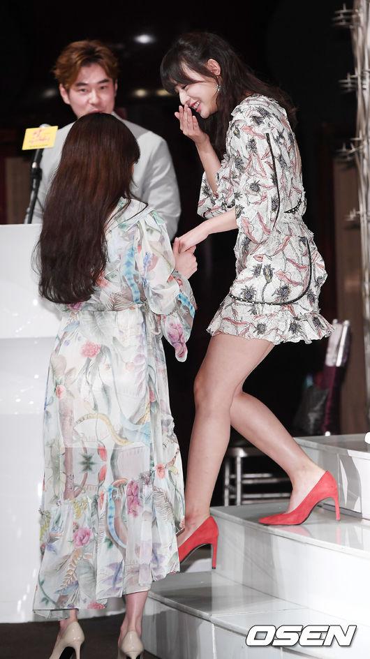 Hậu duệ mặt trời kết thúc được 1 năm, Kim Ji Won trở lại ngoạn mục như nữ thần - Ảnh 1.