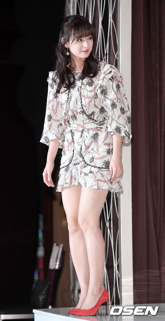 Hậu duệ mặt trời kết thúc được 1 năm, Kim Ji Won trở lại ngoạn mục như nữ thần - Ảnh 2.