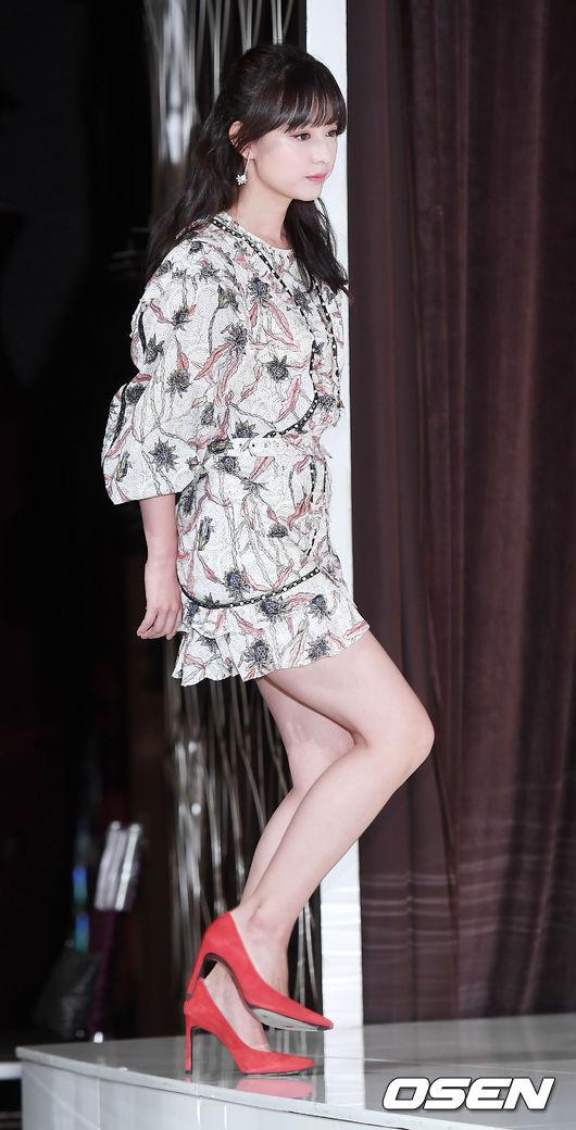 Hậu duệ mặt trời kết thúc được 1 năm, Kim Ji Won trở lại ngoạn mục như nữ thần - Ảnh 3.