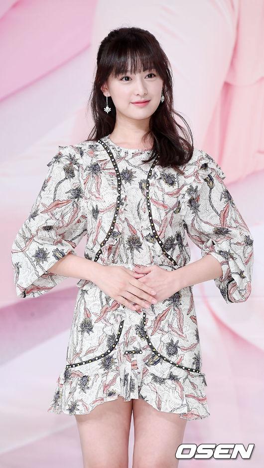 Hậu duệ mặt trời kết thúc được 1 năm, Kim Ji Won trở lại ngoạn mục như nữ thần - Ảnh 5.