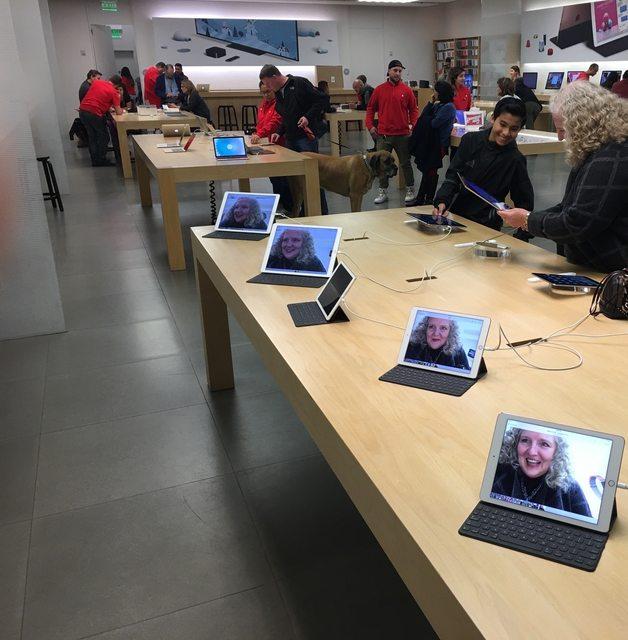 Bà mẹ xì tin của năm: Vào Apple Store tự sướng cực nhắng rồi đổi toàn bộ ảnh nền - Ảnh 1.