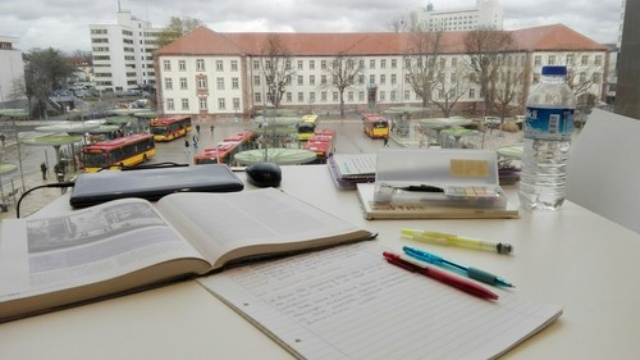 Nguyên tắc bất thành văn mà sinh viên nên nằm lòng khi học tập ở thư viện - Ảnh 3.