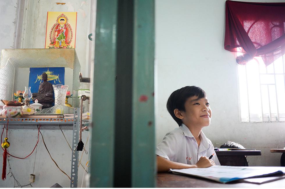 Món quà 1/6 tụi con nít nhà nghèo ao ước giản dị mà nhọc nhằn lắm: Được đến trường - Ảnh 5.