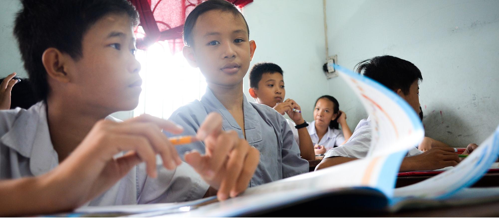 Món quà 1/6 tụi con nít nhà nghèo ao ước giản dị mà nhọc nhằn lắm: Được đến trường - Ảnh 25.