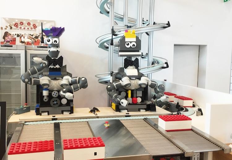 Ghé thăm căn nhà đồ chơi LEGO chóe lọe ngoài đời thực - Ảnh 23.
