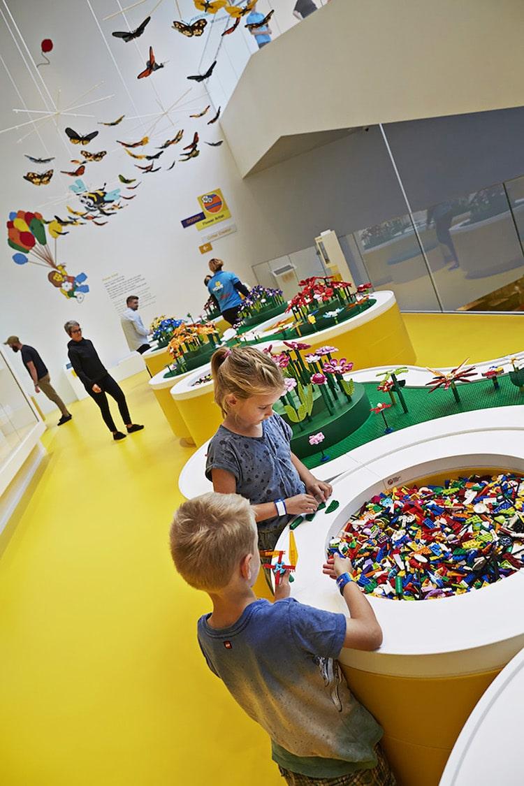 Ghé thăm căn nhà đồ chơi LEGO chóe lọe ngoài đời thực - Ảnh 15.