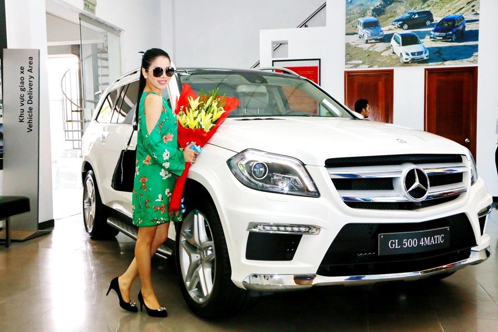 Sao Việt: Lệ Quyên tiếp tục khẳng định độ chịu chi khi tậu xe siêu sang Bentley tiền tỷ