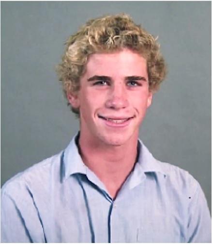 Liam Hemsworth ngày xưa có vẻ chưa được đẹp trai lắm