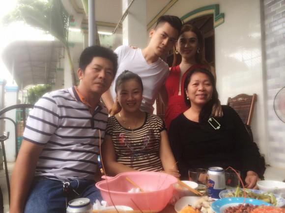 Chưa chính thức làm dâu, Lâm Khánh Chi đã được bố mẹ chồng hết mực cưng chiều - Ảnh 1.
