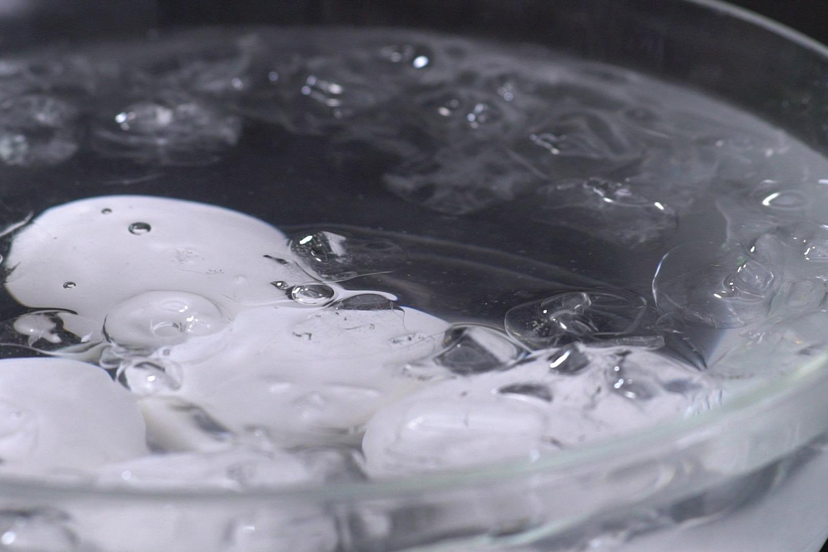 Học người Trung Quốc nghệ thuật luộc trứng với xì dầu cực ngon - ảnh 4