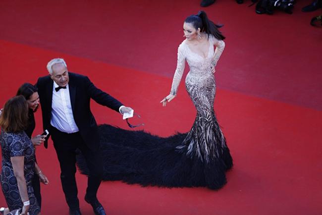 Chiếc đầm cuối cùng của Lý Nhã Kỳ tại Cannes: Rẻ nhất nhưng lại chặt chém nhất! - Ảnh 11.