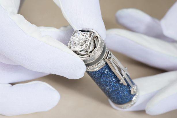 Chiếc bút bi nạm kim cương giá 34 tỷ đồng cầm sang tay thôi rồi - Ảnh 3.