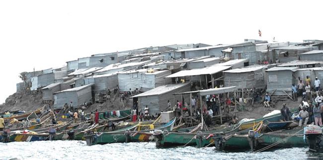Hòn đảo bé chỉ bằng nửa sân bóng nhưng có tới 1.500 người dân sinh sống - Ảnh 2.