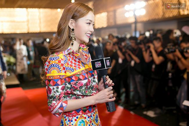 Cùng chọn đồ của một hãng, Minh Hằng và Hà Hồ trông na ná nhau vì đụng ý tưởng từ trang phục tới style trang điểm - Ảnh 2.