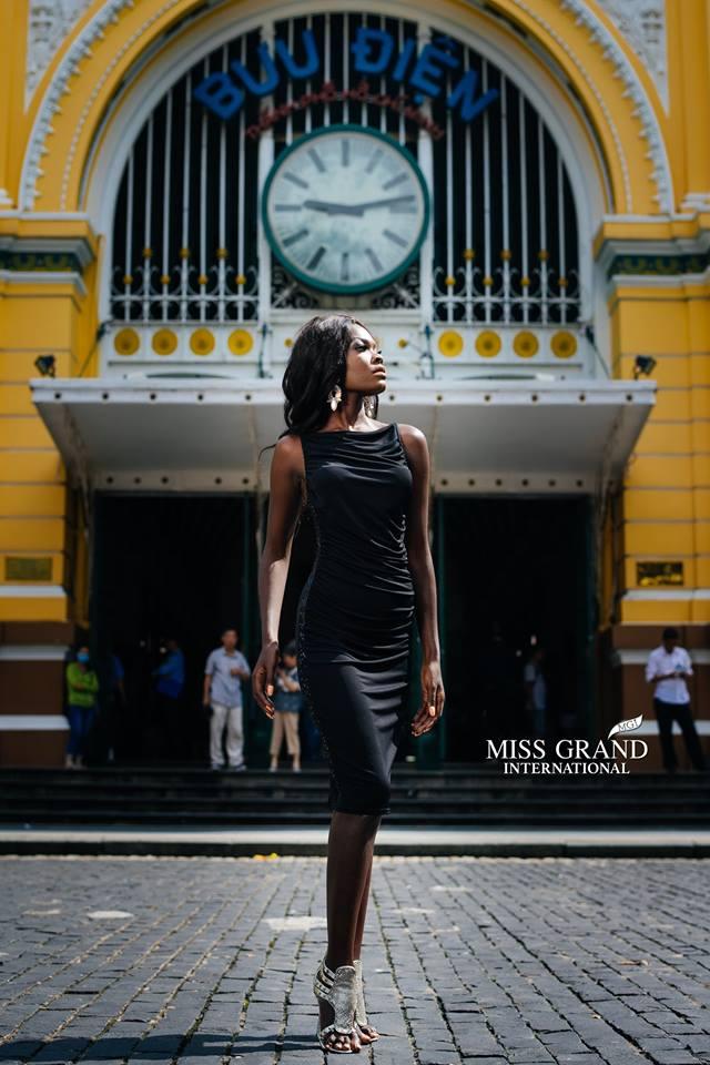 Lỗi thời trang của dàn thí sinh Miss Grand International: Người khoe hai lưng, người diện đầm như đồ cũ 10 năm trước - Ảnh 10.