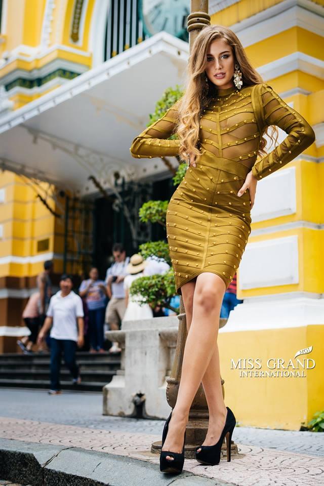 Lỗi thời trang của dàn thí sinh Miss Grand International: Người khoe hai lưng, người diện đầm như đồ cũ 10 năm trước - Ảnh 13.