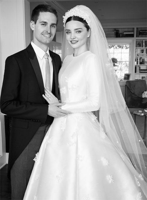 Miranda Kerr lộng lẫy kiêu sa giữa vườn hoa hồng trong loạt ảnh cưới đẹp lung linh - Ảnh 3.