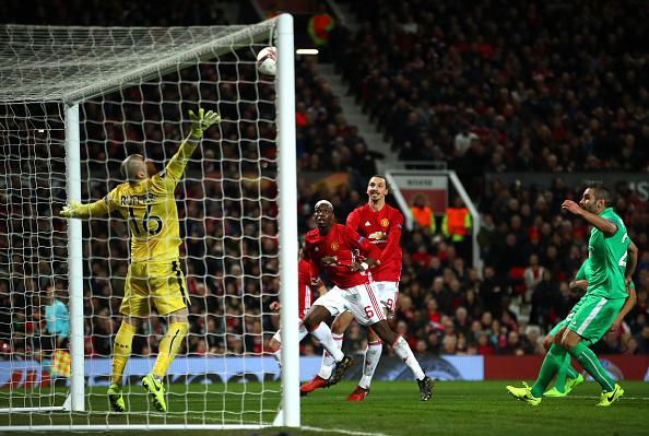 Ibrahimovic lập hat-trick, Man Utd thắng tưng bừng tại Europa League - Ảnh 11.