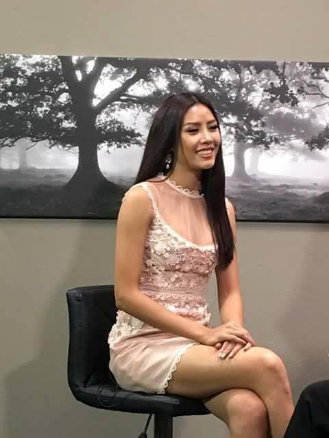 Đi thi Miss Universe mà không hiểu sao Nguyễn Thị Loan lại mặc áo dài với quần jeans rách và váy khiến người ta tưởng là đồ ngủ - Ảnh 4.