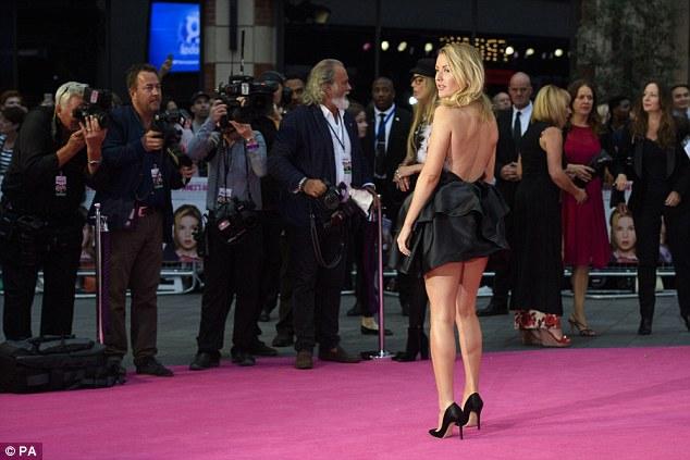 Lấy lại phong độ sau nghi án váy nhái, Ngọc Trinh bỏ xa sao Hollywood khi đụng đầm hiệu - Ảnh 6.