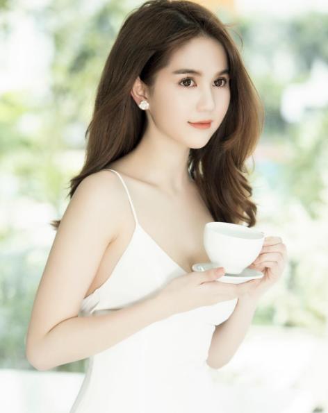 Hari Won, Hà Hồ, Ngọc Trinh bị bàn luận tiêu cực nhiều nhất trên mạng xã hội năm qua! - Ảnh 4.
