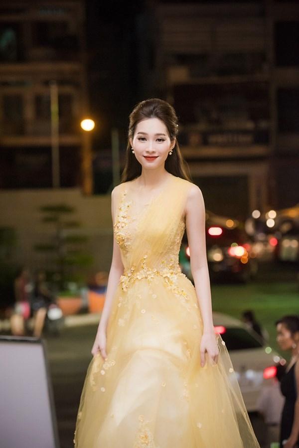Trước khi thiết kế váy cho tân HHHV, Hoàng Hải vốn đã là NTK của mọi Hoa hậu Việt - Ảnh 4.