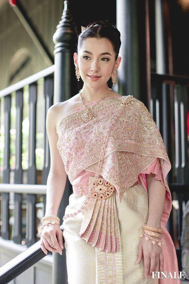 Vẻ đẹp thần thánh của các mỹ nhân hàng đầu Thái Lan trong trang phục truyền thống đón Tết Songkran - Ảnh 17.