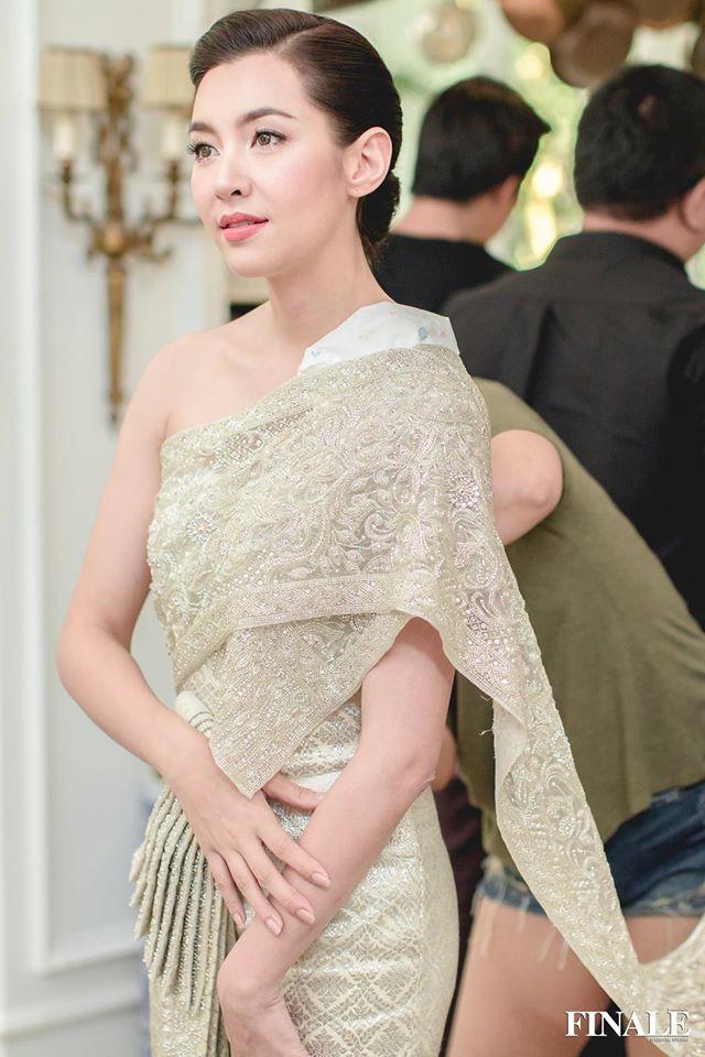 Vẻ đẹp thần thánh của các mỹ nhân hàng đầu Thái Lan trong trang phục truyền thống đón Tết Songkran - Ảnh 18.