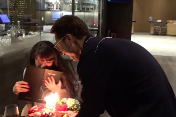 Vợ chồng OnlyC hôn nhau hạnh phúc trong đêm kỷ niệm 2 năm ngày cưới - Ảnh 2.