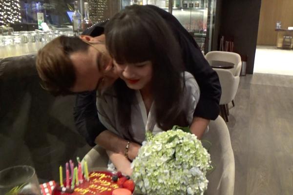Vợ chồng OnlyC hôn nhau hạnh phúc trong đêm kỷ niệm 2 năm ngày cưới - Ảnh 3.