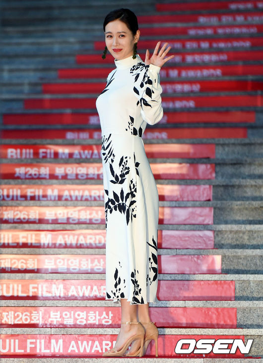 Thảm đỏ liên hoan phim Busan ngày 2: Nữ thần của nữ thần Son Ye Jin một mình cân cả dàn mỹ nhân - ảnh 2