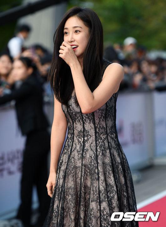 Thảm đỏ liên hoan phim Busan ngày 2: Nữ thần của nữ thần Son Ye Jin một mình cân cả dàn mỹ nhân - ảnh 12