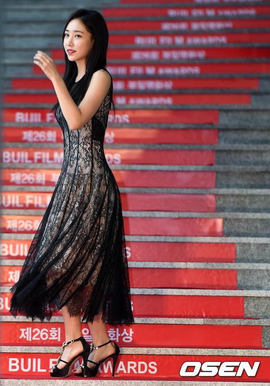 Thảm đỏ liên hoan phim Busan ngày 2: Nữ thần của nữ thần Son Ye Jin một mình cân cả dàn mỹ nhân - ảnh 13