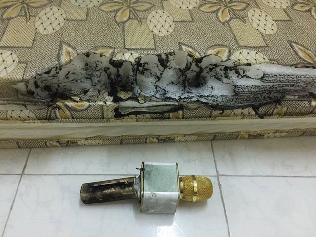 Xôn xao hình ảnh chiếc micro hát karaoke giá 650.000 đồng bất ngờ phát nổ khi đang sạc - Ảnh 2.