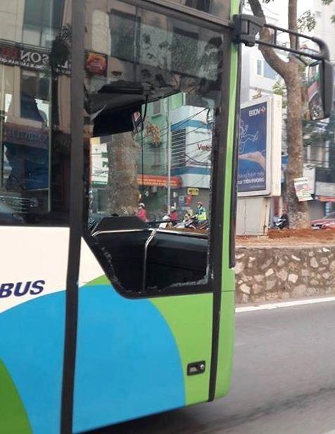 Gắn camera phạt nguội xe đi vào làn đường buýt BRT - Ảnh 1.