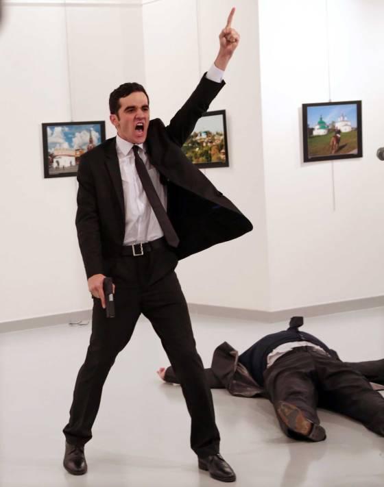 Bức ảnh ám sát Đại sứ Nga tại Thổ Nhĩ Kỳ giành giải World Press Photo 2017