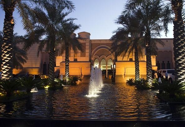 Cuộc sống xa hoa của quốc vương Saudi Arabia tại quê nhà - Ảnh 2.