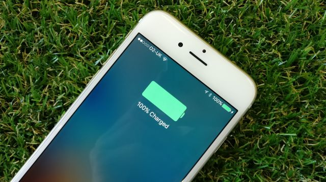 Mỗi ngày sạc iPhone một lần, một năm tốn bao nhiêu tiền điện? - Ảnh 1.