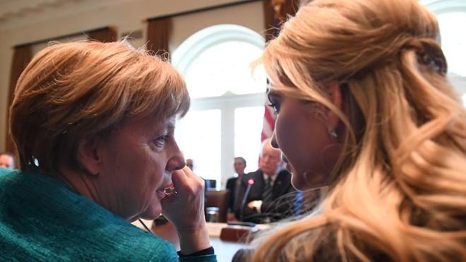 Ivanka Trump và Thủ tướng Đức Angela Merkel trong một cuộc gặp hôm 18/3. Ảnh: Shutterstock.